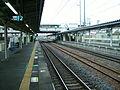 JREast-Arakawaoki-station-platform.jpg