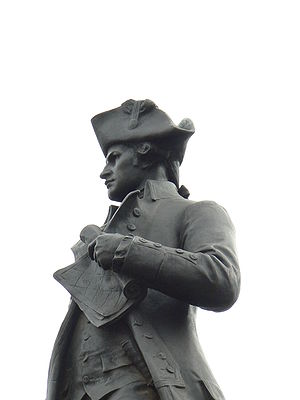 James Cook Collection: Australian Museum - Statue of Captain James Cook at Admiralty Arch, London