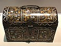 Japan c 1600 - chest in wood lacquer gold copper mother-of-pearl IMG 9447 Museum of Asian Civilisation.jpg