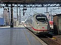 Köln HBf 717 ICE Velaro D einfahrt Gleis 5 (13743808693).jpg