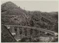 KITLV - 19332 - Kurkdjian - Soerabaja - Train on a railway bridge of the State Railways in the Preanger Regencies - circa 1900.tif