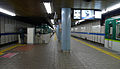 Keihan Electric Railway Yodoyabashi Station platform 2012-1.jpg