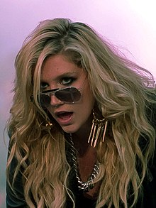 Kesha s pesmijo nastopa na MuchMusic Video Awards leta 2010