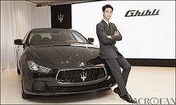 Kim Soo-Hyun and Maserati Ghibli from acrofan.jpg