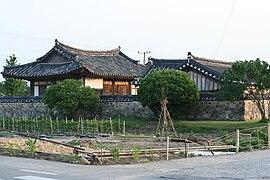 Korea-Gyeongju-Hanok-01.jpg