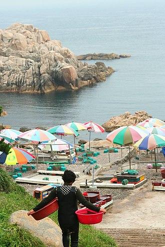 Haenyeo - Image: Korea Ulsan Haenyeo 01