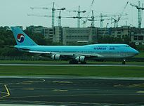 Korean Air Boeing 747-400, HL7484, SIN 2.jpg