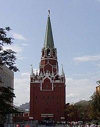 Троицкая башня - самая высокая башня Кремля.  Ее высота со звездой со стороны Александровского сада составляет 80...