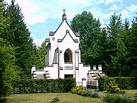 Líšno - hrobka.jpg
