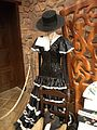 """La Villa Española de Shima, Parque España - Museo """"Castillo de Xavier"""" - El traje de flamenca y el sombrero.jpg"""