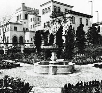 Philadelphia Main Line - La Ronda Estate (1929–2009) in Bryn Mawr, by architect Addison Mizner.(photo: Lower Merion Historical Society, William Morrison Collection)