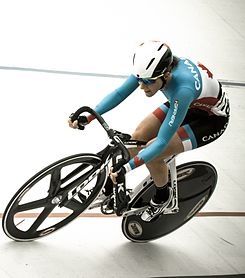Laura Brown cyclist 2013 (cropped).jpg