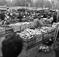 Lehel (Élmunkás) téri piac. Fortepan 9489.jpg