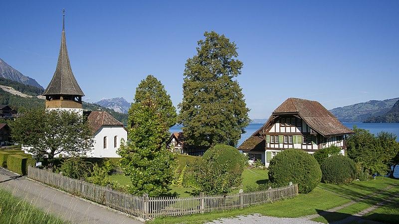 Leissigen - Kirche und Pfarrhaus 03.jpg