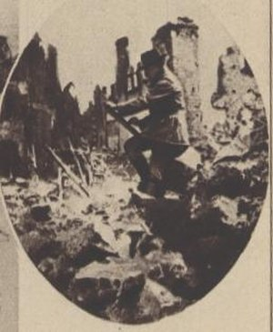 Léon Huygens - Leon Huygens sketching in the ruins of Nieuwpoort during the First World War.