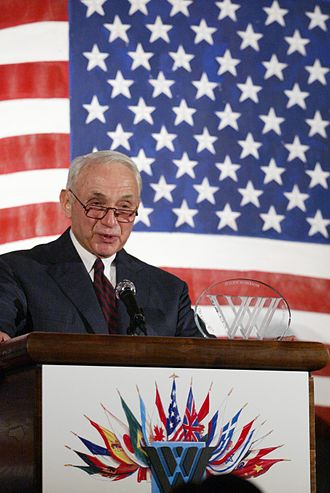 Les Wexner - Leslie Wexner receives the Woodrow Wilson Award for Corporate Citizenship in 2004