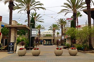 Del Amo Fashion Center - Image: Lifestyle Court, Del Amo Fashion Center