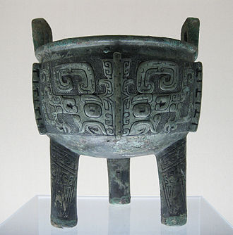 Bronze sculpture - Chinese ritual bronze, a Late Shang dǐng.