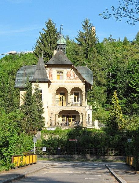 File:Luhačovice, Vládní vila.jpg