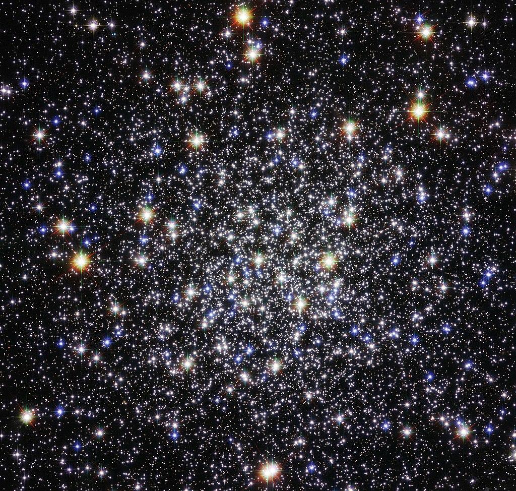 1024px-M12_Hubble.jpg