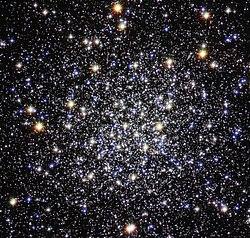 Messier 12 pelo Telescópio Espacial Hubble