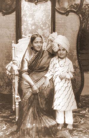 Wadiyar dynasty - Image: Maharani Vani Vilasa with grandson Jayachamarajendra Wadiyar