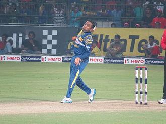 Mahela Jayawardene - Jayawardene bowling vs England in his final ODI in Sri Lanka