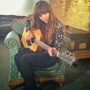 Mai Meneses - Nena Daconte with her acoustic guitar (Madrid 2013)