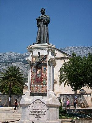 Andrija Kačić Miošić - Statue of Andrija Kačić Miošić in Makarska