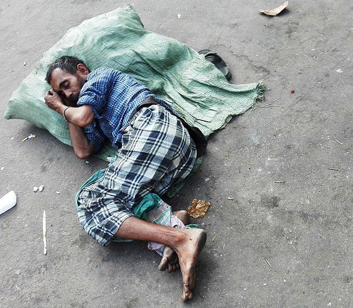 File:Man sleeping on road at dhaka.jpg
