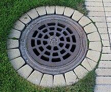 Manhole cover in Kerava IM7628 C.JPG