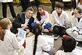 """Mauricio Macri con alumnos de una """"Escuela Verde"""" del barrio de La Boca (7795546824).jpg"""
