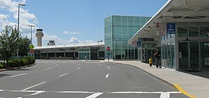 Long Island MacArthur Airport - Airport front drive