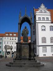 Melanchthon-Denkmal auf dem Marktplatz der Lutherstadt Wittenberg (Quelle: Wikimedia)