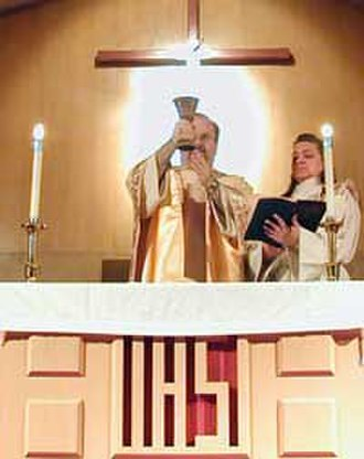 Blessed Sacrament - A Methodist minister elevates the Chalice