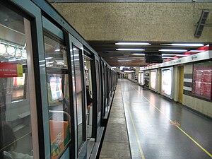Metro de Santiago - Escuela Militar
