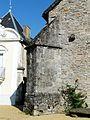 Mialet (Dordogne) église contrefort.JPG