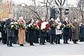 Ministru prezidents Valdis Dombrovskis piedalās ziedu nolikšanas ceremonijā pie Brīvības pieminekļa (6357975949).jpg