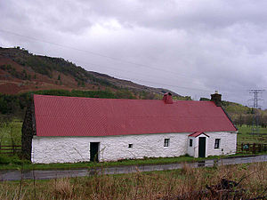 Cruck - The Moirlanich Longhouse, a byre dwelling with a cruck frame.