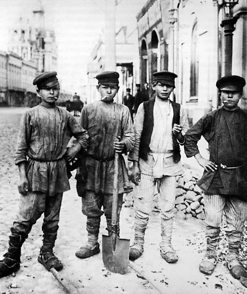File Moscow 1900s Kids Digging On Ilyinka Street Jpg