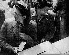 Mujeres votando en las elecciones de 1945.jpg