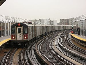 2 (New York City Subway service) - Image: NYC Subway 6476