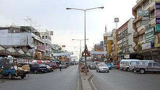 Phra Nakhon Si Ayutthaya (city) - Image: Naresuan Road Ayutthaya