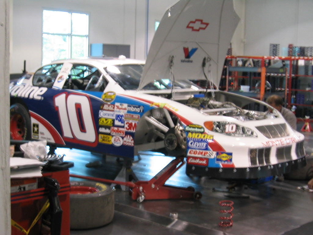 File:Nascar-10-car-valvoline-in-shop.jpg - Wikimedia Commons