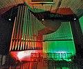 Neusäß, St. Ägidius (Hindelang-Orgel bei Nacht, rot grün).jpg