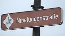 Nibelungenstrassenschild.jpg