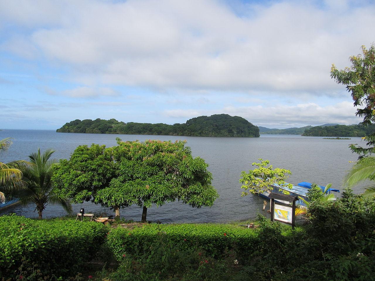 Kepulauan Solentiname adalah pulau tropis yang terletak di Danau Nikaragua yang merupakan rumah bagi 76 spesies burung dan merupakan tujuan ekowisata yang sedang berkembang.