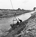 Normalisatie van beken, graven en dempen van sloten, leggen riolering, duikers e, Bestanddeelnr 162-0130.jpg