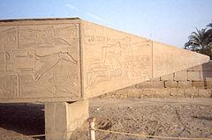 Punta dell'obelisco caduto di Hatshepsut, a Karnak.
