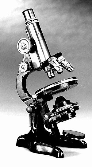English: Old light microscope, manufactured by...